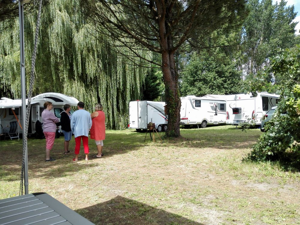 Aire camping-car à Chaillevette (17890) - Photo 1